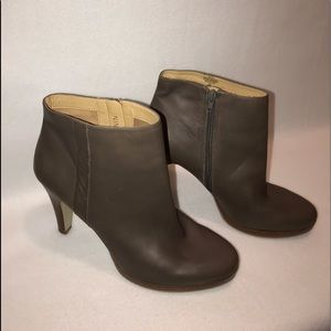 Nine West Taupe Size 10 Leather Ankle Boots